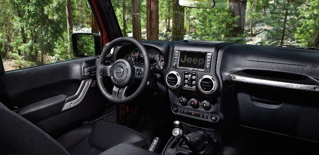 Pre-Owned 2017 Jeep Wrangler Unlimited Smoky Mountain 4X4 LCD Screen Heated Front Bucket Seats