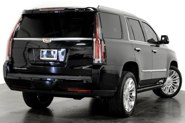 Pre-Owned 2016 Cadillac Escalade Platinum Power Steps Captain Seating One-Owner